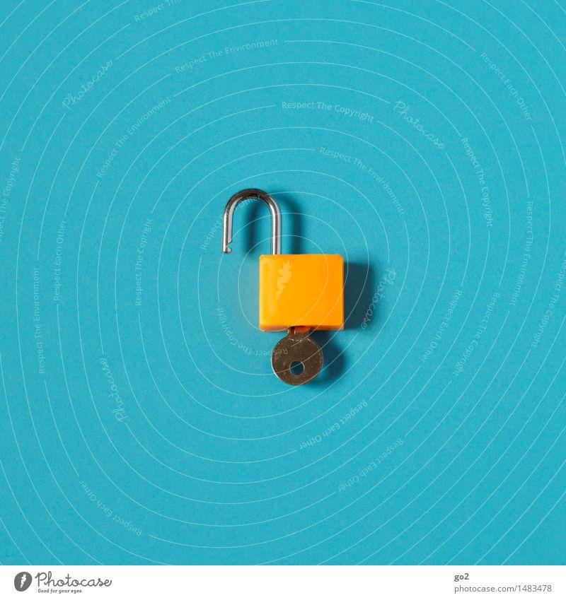 Aufgeschlossen Schloss Schlüssel Zeichen ästhetisch einfach blau orange Vertrauen Sicherheit Schutz offen Farbfoto Innenaufnahme Studioaufnahme Nahaufnahme