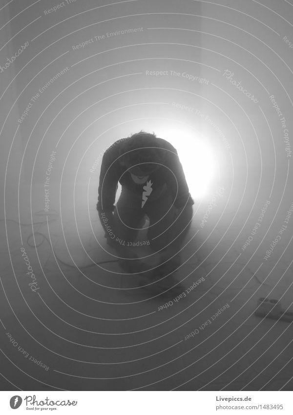 Schleifke1 Arbeit & Erwerbstätigkeit Handwerker Baustelle maskulin Mann Erwachsene Mensch 30-45 Jahre schwarz weiß Schwarzweißfoto Innenaufnahme Kunstlicht