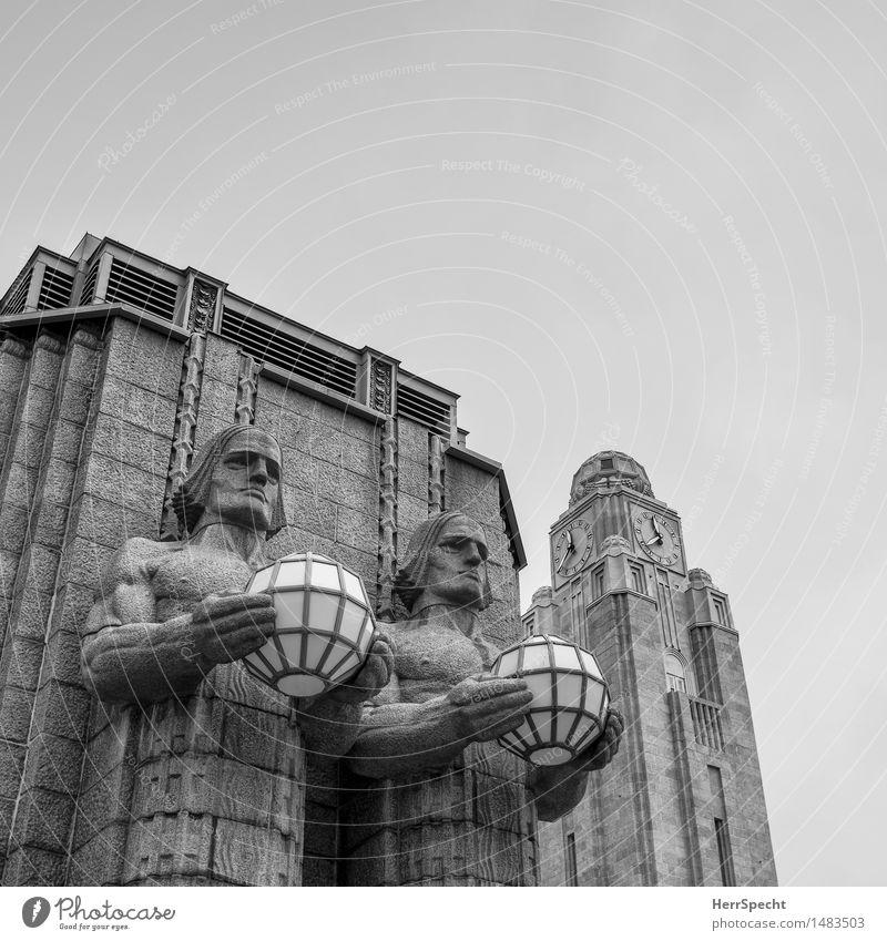 Armleuchter Stadt Architektur Gebäude grau außergewöhnlich Stein Lampe Paar ästhetisch bedrohlich Turm Macht historisch Bauwerk sportlich Wahrzeichen
