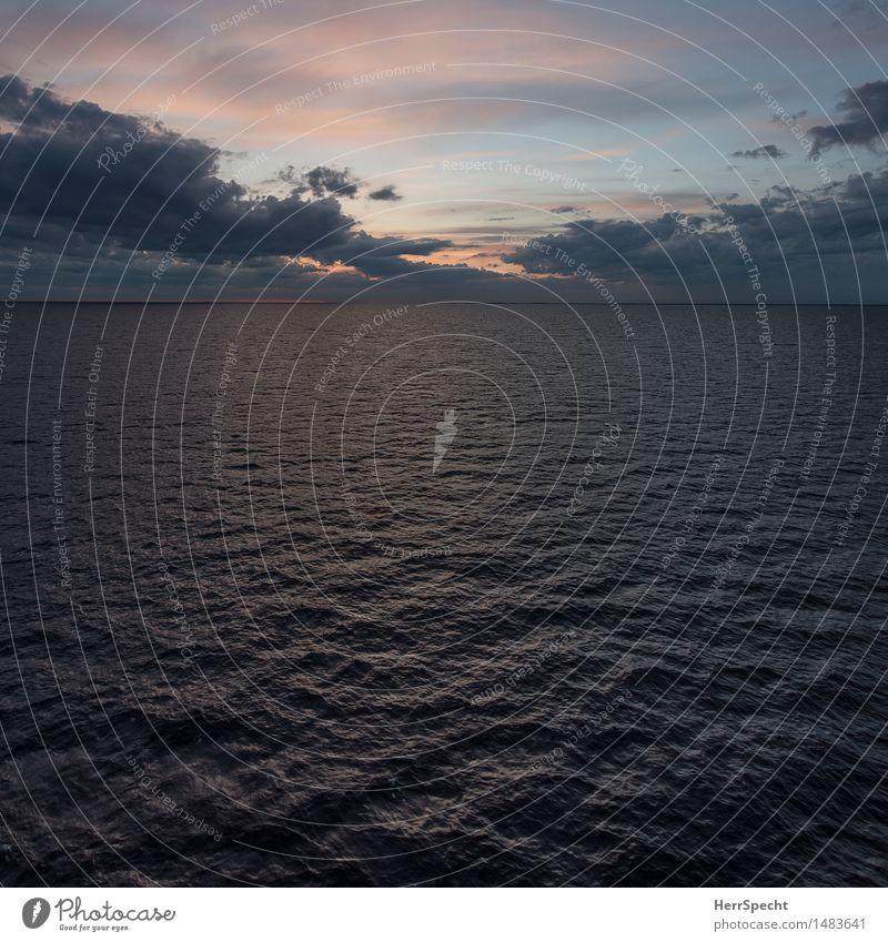 Ostseeabend Natur Himmel Wolken Schönes Wetter Wellen ästhetisch natürlich blau grau Dämmerung Meer Meeresspiegel Wolkenformation Abendrot himmelsfärbung
