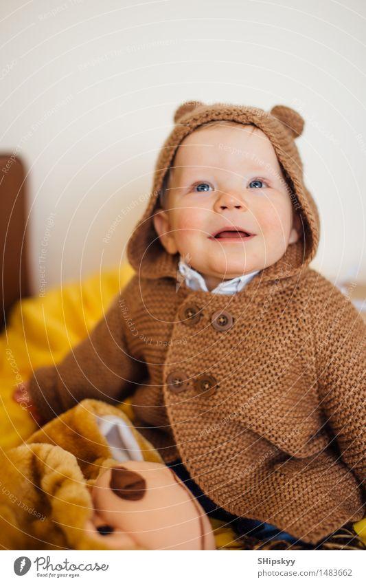 Mensch Kind Weihnachten & Advent Leben Bewegung Junge Spielen lachen Geburtstag sitzen Lächeln Baby berühren Kleinkind 1-3 Jahre