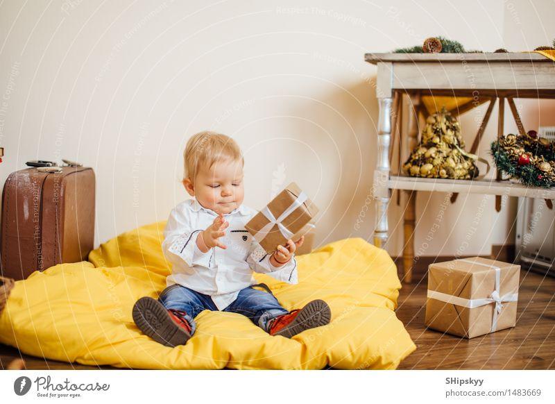 Mensch Kind Weihnachten & Advent blau grün schön weiß Hand rot schwarz gelb Leben Junge lachen klein Beine