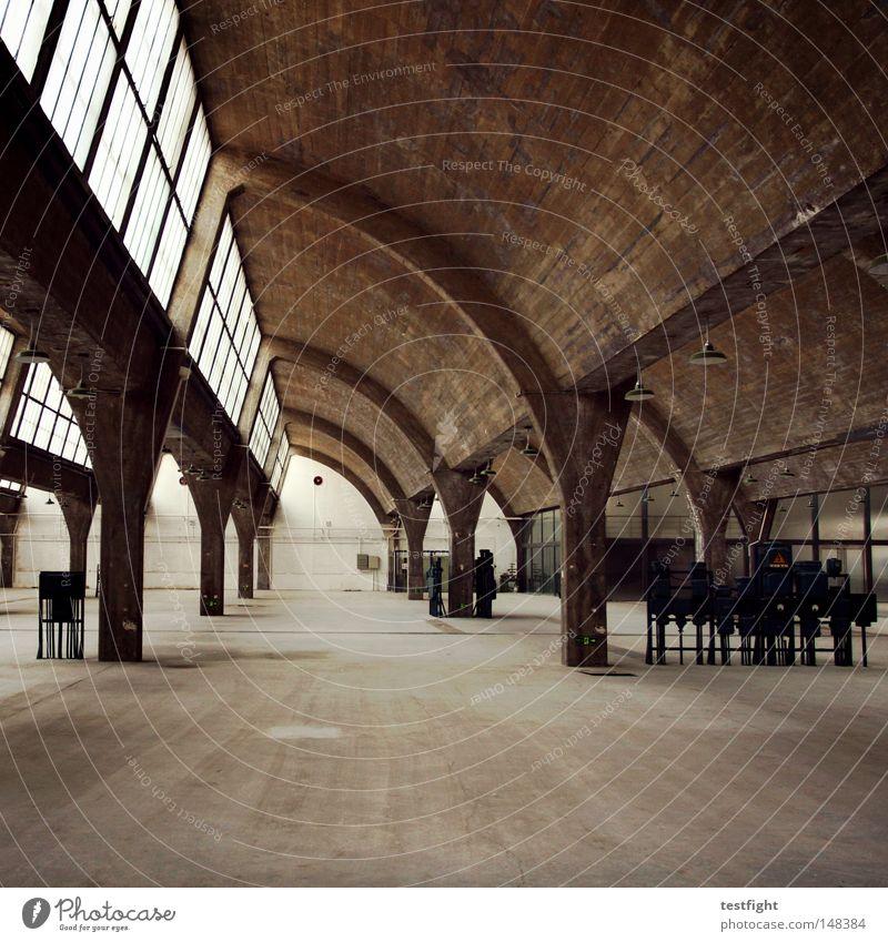die halle und ich alt Gebäude Raum Architektur Beton leer retro Industriefotografie Innenarchitektur verfallen Lagerhalle Halle Sachsen-Anhalt Halle (Saale)