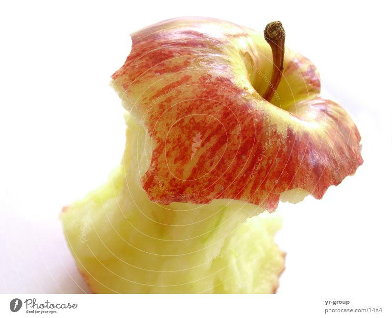 angebissener Apfel rot frisch ködern Stillleben fein Geschmackssinn genießen Ernährung Gesundheit schön Proviant lecker Pflanze Naturprodukt Landwirtschaft