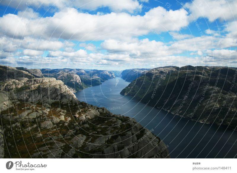 Meeresarm Fjord Lysefjord Norwegen ruhig Berge u. Gebirge Einsamkeit blau Küste Berghang Felsen Geröll Wasser frei Freiheit Wolken Himmel Haufen Natur Wunder