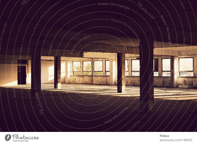 Stille retro Licht Sonnenlicht Beleuchtung Abendsonne Physik Sommer Herbst Sonnenuntergang Dämmerung Fabrik Lagerhalle dreckig Untergrund Schatten
