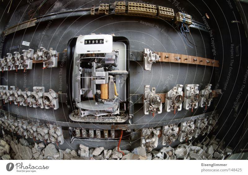 [H08.2] Stromkastenwelt Kabel Technik & Technologie Zerstörung Sicherung Elektrizität Elektrisches Gerät zählerstand stromzähler Energiewirtschaft Farbfoto