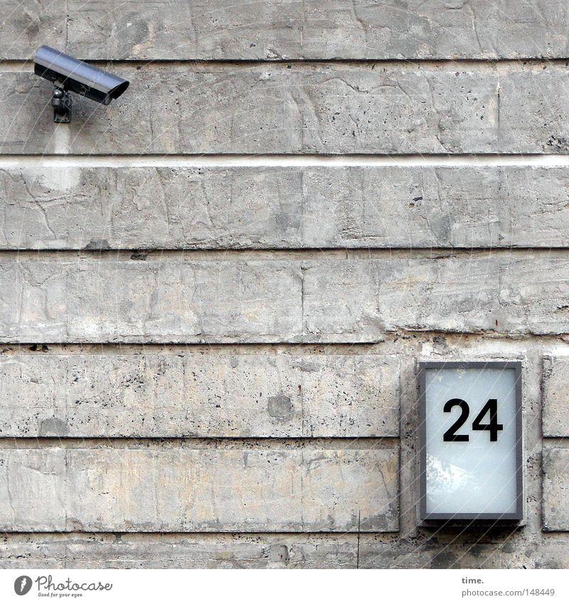 Adventskalender (BND Version) Wand grau Stein Beleuchtung Metall Angst Glas Beton Fassade Sicherheit Aktion Technik & Technologie Ziffern & Zahlen beobachten Kontrolle Wachsamkeit