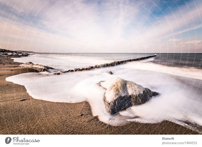 Umspült Natur Landschaft Urelemente Sand Himmel Wolken Horizont Winter Eis Frost Felsen Wellen Küste Strand Ostsee Meer blau braun weiß Buhne Stein Farbfoto