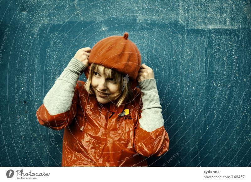 SPLISH SPLASH Frau Mensch schön blau rot Freude Einsamkeit Leben Gefühle Spielen Stil Regen lustig Zeit Bekleidung