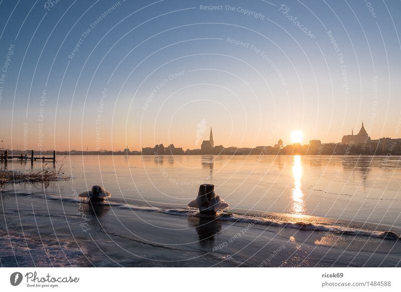 Blick über die Warnow auf Rostock Natur Ferien & Urlaub & Reisen Stadt Wasser Landschaft Haus Winter kalt Architektur Gebäude Tourismus Wetter Idylle Aussicht Fluss Jahreszeiten