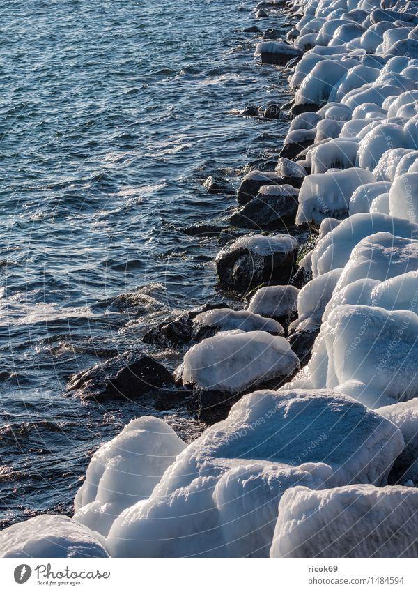 Die Mole in Warnemünde im Winter Erholung Ferien & Urlaub & Reisen Meer Natur Landschaft Wasser Wetter Eis Frost Küste Ostsee Stein kalt weiß Rostock