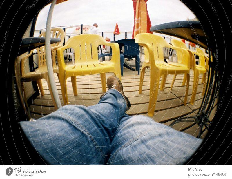 bedienung ! Mensch Mann blau Ferien & Urlaub & Reisen Wolken gelb Erholung Herbst Holz Beine Fuß Wetter Schuhe Freizeit & Hobby sitzen wandern