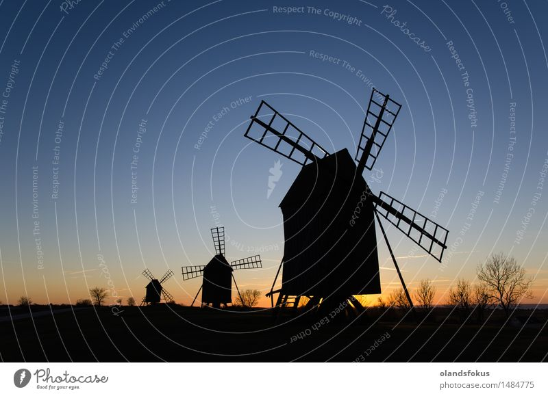 Alte Windmühle silhouettiert in einer Reihe Ferien & Urlaub & Reisen Tourismus Technik & Technologie Landschaft Himmel Architektur Linie alt historisch