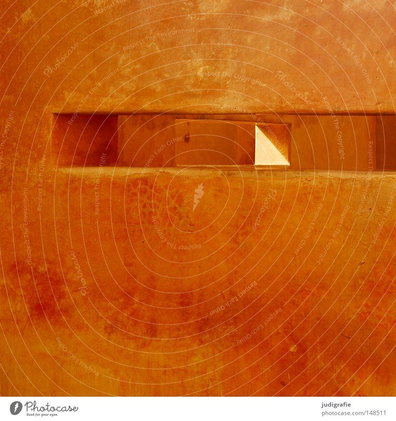 Winkel Ecke Mauer Schlitz Putz Farbe Farbstoff Beleuchtung orange rot gelb Schatten Architektur Weltausstellung Expo 2000 Hannover durchsichtig Durchbruch