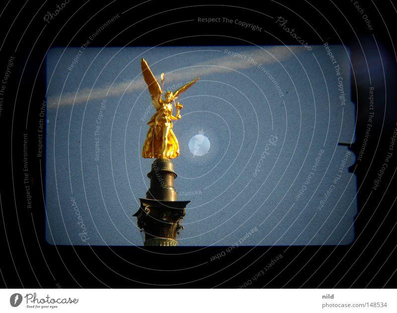 Isarstadt (Analog-digital) Himmel gold Engel Statue Denkmal Bayern Wahrzeichen Säule Symmetrie Digitalfotografie Sucher himmelblau Kondensstreifen