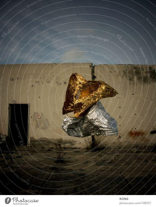 twist don't shout drehen verdreht Surrealismus Gold Schweben fliegen Zauberei u. Magie glänzend Glamour Momentaufnahme Zeit stagnierend Luft Wind Folie leicht