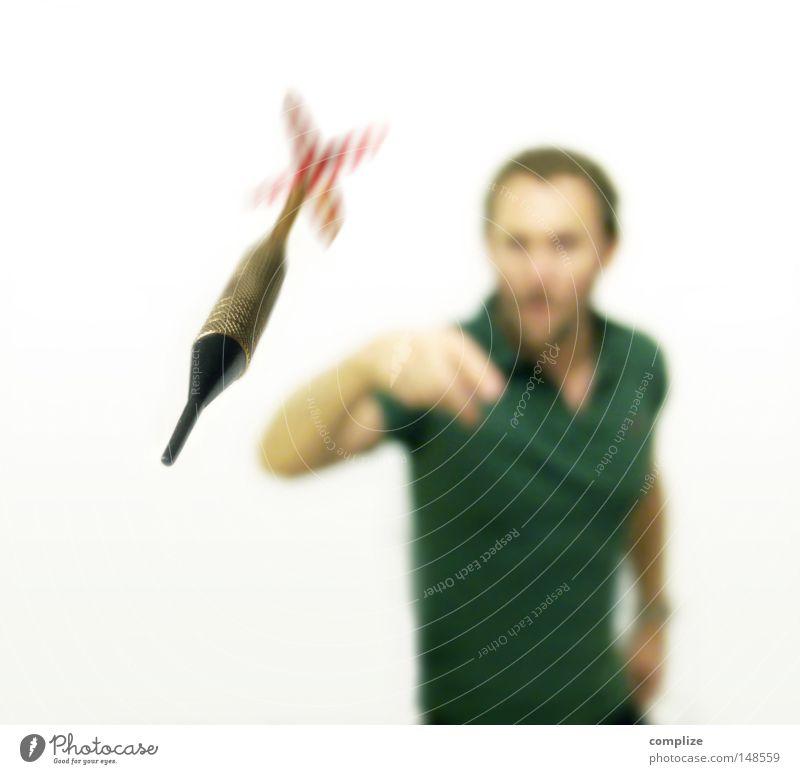 Bulls Eye ! Mann Freude Sport Spielen Erwachsene Erfolg Kreis Sicherheit Elektrizität gefährlich bedrohlich Ziel Freizeit & Hobby Punkt Spitze Pfeil