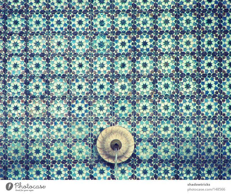 Azuleijo Portugal Brunnen Quelle fließen Muster Kunst Lissabon Sintra türkis Kultur hypnotisch Raster Wasser Fliesen u. Kacheln blau Pattern Fluss
