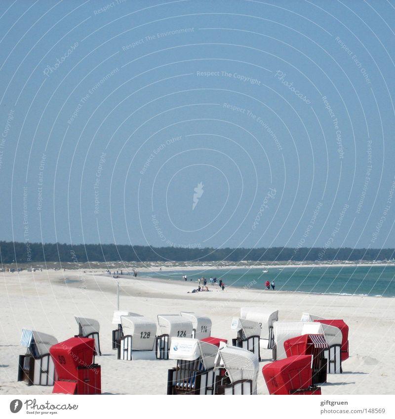 complete spatial randomness Zufall zufällig hingeworfen Strandkorb Küste Spaziergang Erholung Ferien & Urlaub & Reisen Sommer Haufen Chance Rest Himmel