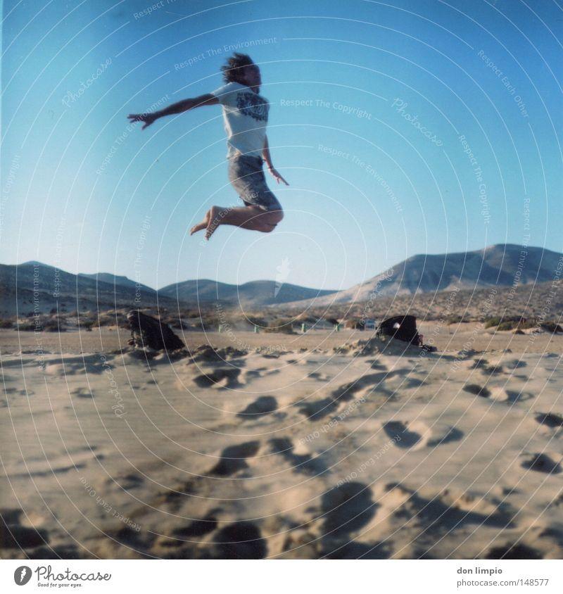 stay high Mensch Himmel blau Freude Strand springen Berge u. Gebirge Sand Horizont hoch Wüste analog Mitte Fußspur Tasche Spanien
