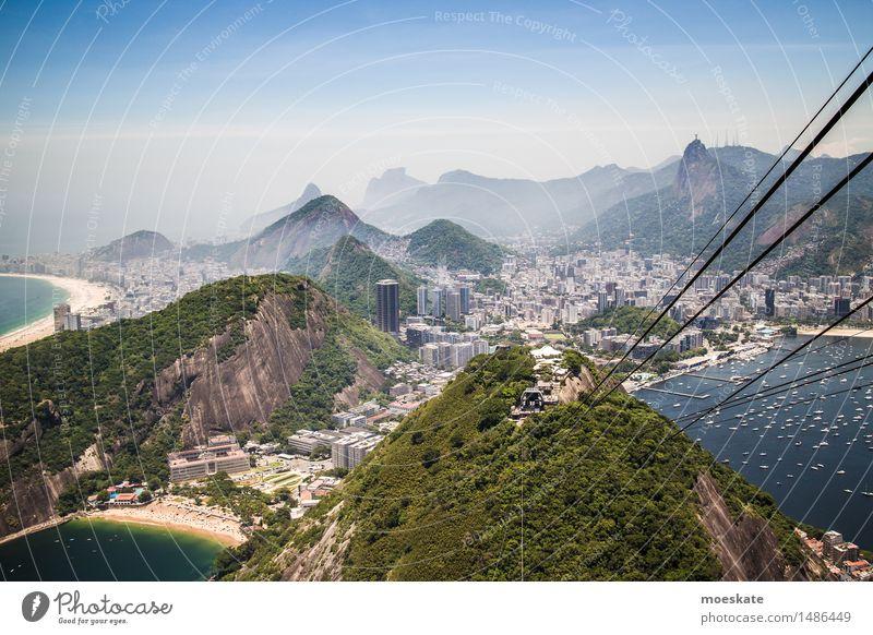 Zuckerhut Seilbahn Stadt blau grün Bucht Rio de Janeiro Brasilien Zuckerhut (Felsen) Strand Copacabana Corcovado-Botafogo Farbfoto Gedeckte Farben Außenaufnahme