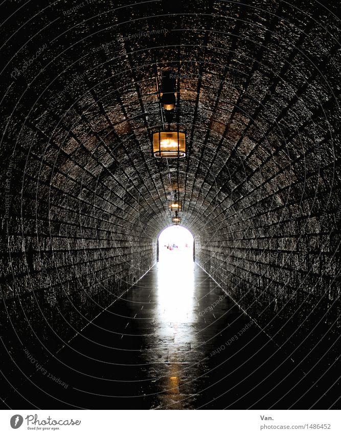 Das Licht am Ende des Tunnels dunkel lang Stein Laterne Lampe Beleuchtung Farbfoto Gedeckte Farben Innenaufnahme Menschenleer Tag Kunstlicht Sonnenlicht