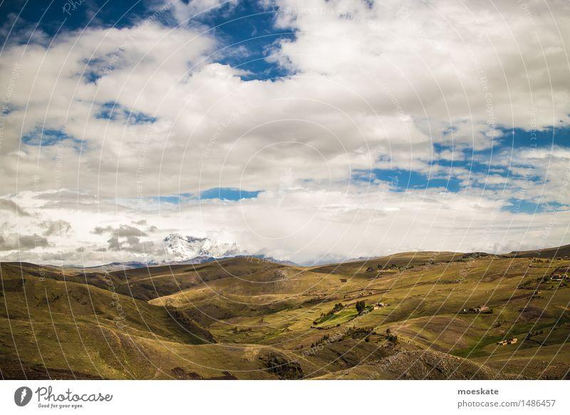 Anden Peru Himmel Wolken Schönes Wetter Hügel Berge u. Gebirge Gipfel Schneebedeckte Gipfel blau grün Farbfoto Gedeckte Farben Außenaufnahme Menschenleer