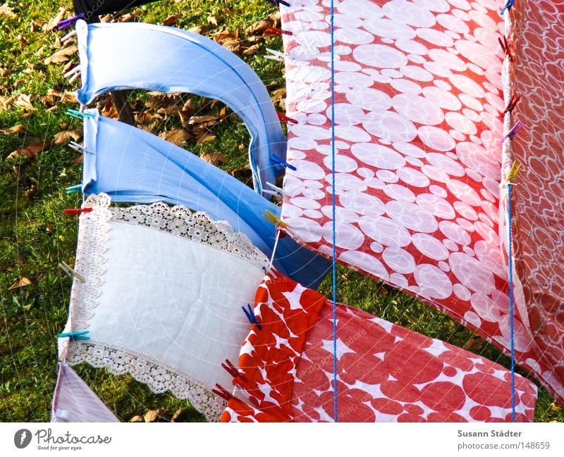 Sonntag ist Waschtag! Wäsche waschen Waschmaschine Sauberkeit Waschmittel Farbe schön Geruch Duft frisch Wiese Herbst Rost Seil Bettwäsche Decke Handtuch Bad