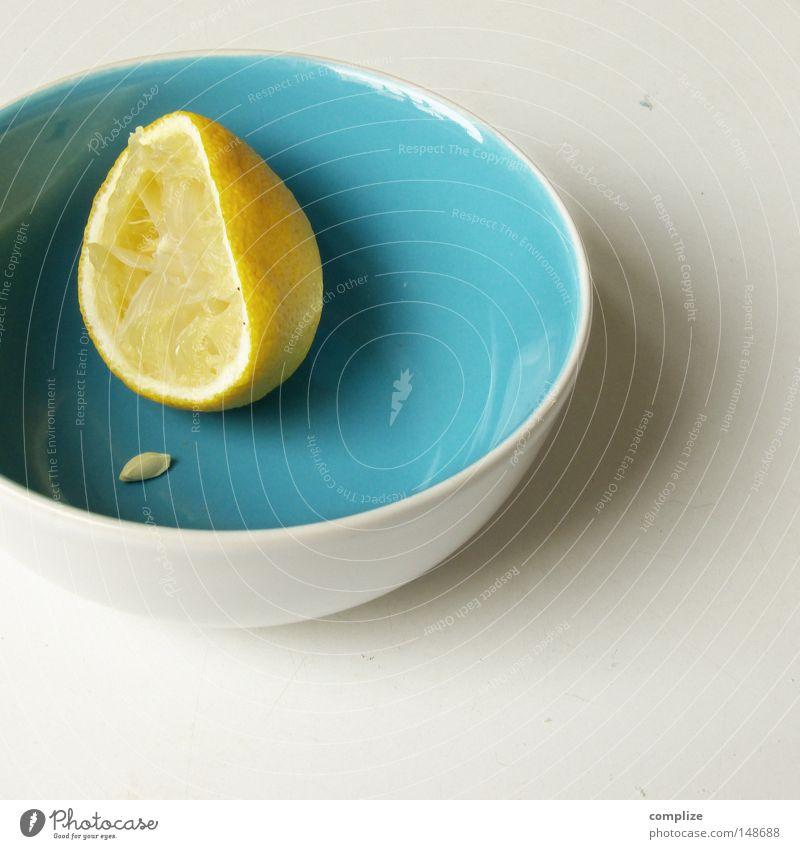 Erpressung Zitrone Kerne Saft Zitronensaft Teller leer saftig Zitruspresse abgelegen Zutaten Frucht Südfrüchte Zitrusfrüchte gelb Geschirr Tisch Gesundheit