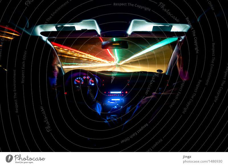 Lichtgeschwindigkeit PKW Vorderseite Windschutzscheibe Mensch 2 Straßenverkehr Autofahren leuchten Blick dunkel Unendlichkeit Geschwindigkeit blau mehrfarbig