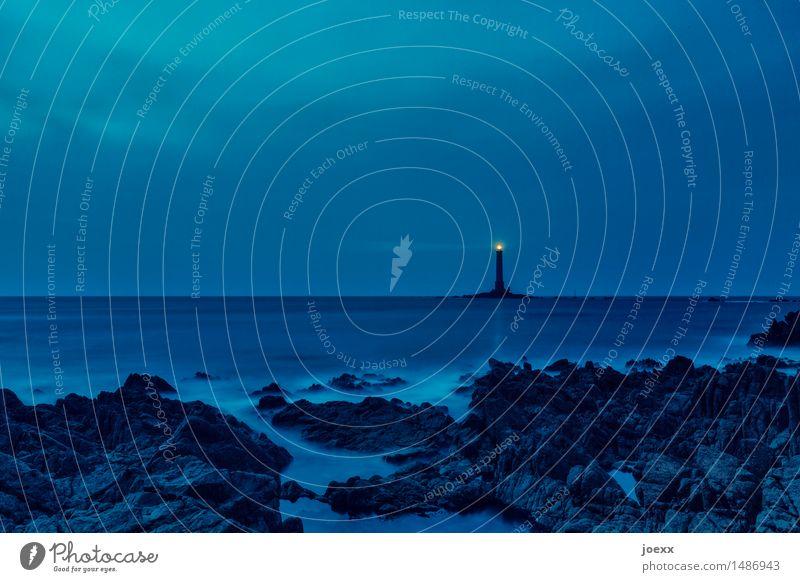 Phare de la Hague Himmel alt blau Wolken ruhig schwarz gelb Küste Felsen Horizont leuchten Wellen hoch Insel groß Schutz