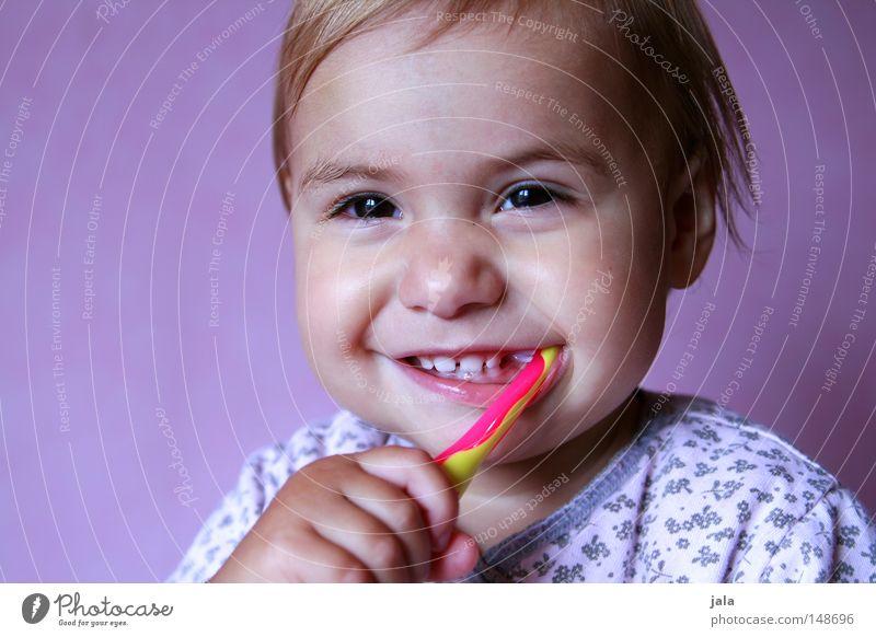 ritsche-ratsche-rutsch, wenn ich die zähne putz Mensch Kind Hand weiß schön Mädchen Freude Gesicht lachen Gesundheit rosa Mund ästhetisch Fröhlichkeit niedlich