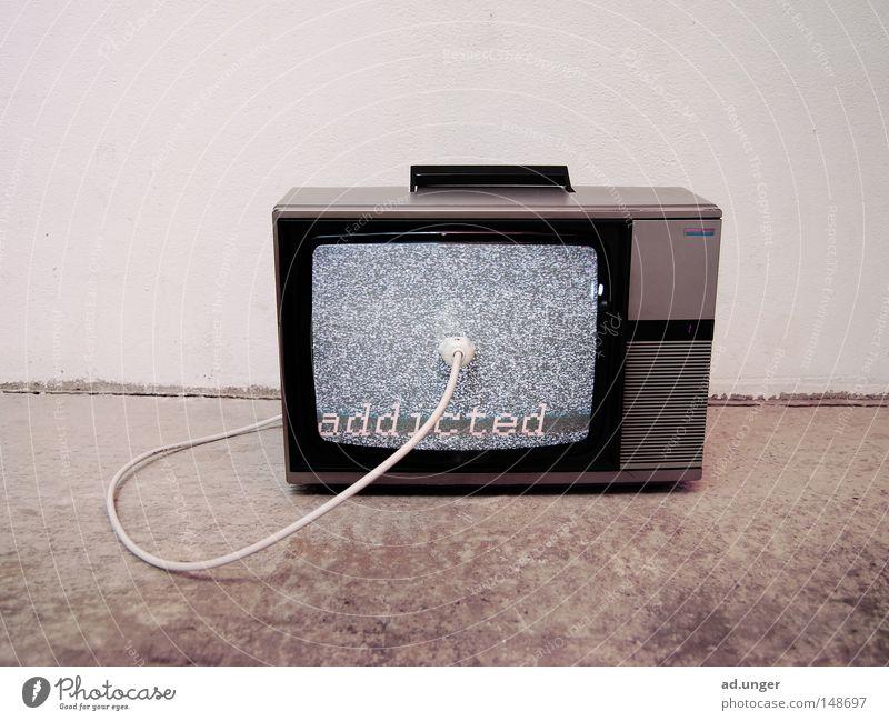inner circle Fernsehen Abhängigkeit Medien tragbar Rauschen Elektrizität Elektrisches Gerät Technik & Technologie Kommunizieren addicted Opfer