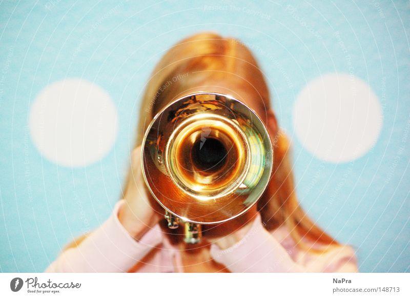 Rundum Rund Trompete rund Kreis Gold Musik rosa hell-blau weiß Musikinstrument Zirkel Frau Loch Konzert