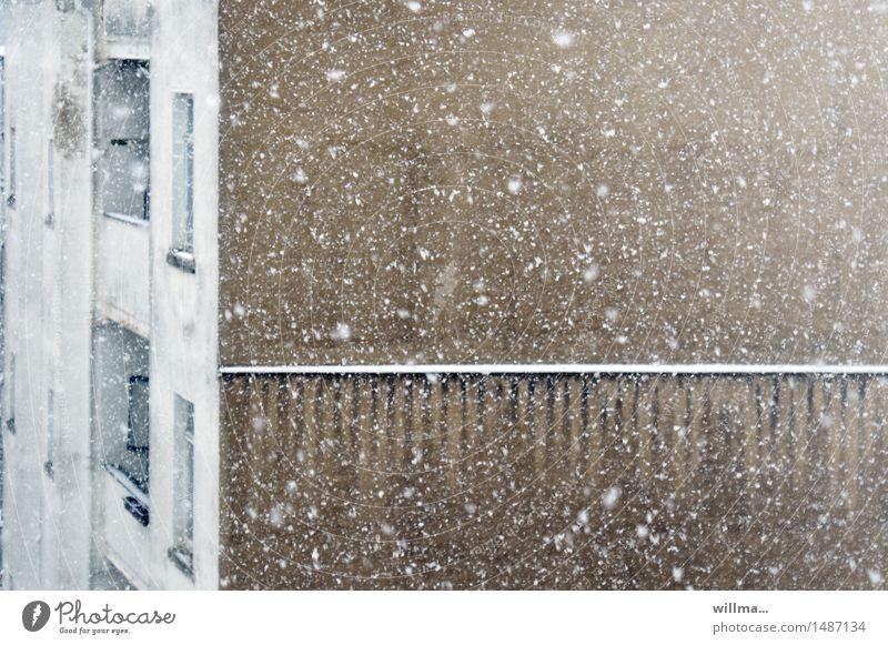 wildes treiben auf der stöbernseite weiß Haus Winter Wand Schnee braun Schneefall Schneeflocke Giebelseite