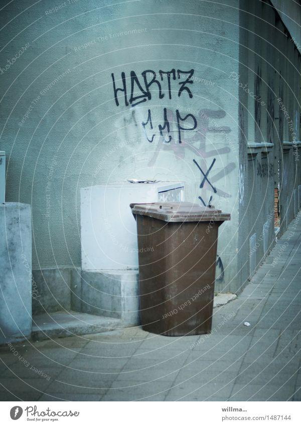 arbeitslosigkeit und stadtlandschaftsästhetik Arbeitslosigkeit Müllbehälter Graffiti Abstellplatz trist Biomüll Bürgersteig Hartz 4 Hartz IV Haus Gebäude