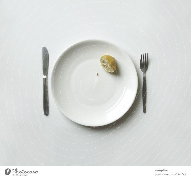Das ist auch Erpressung! Zitrone Kerne Küche Saft Zitronensaft Teller leer saftig Zitruspresse abgelegen Zutaten Frucht Südfrüchte Zitrusfrüchte gelb Geschirr