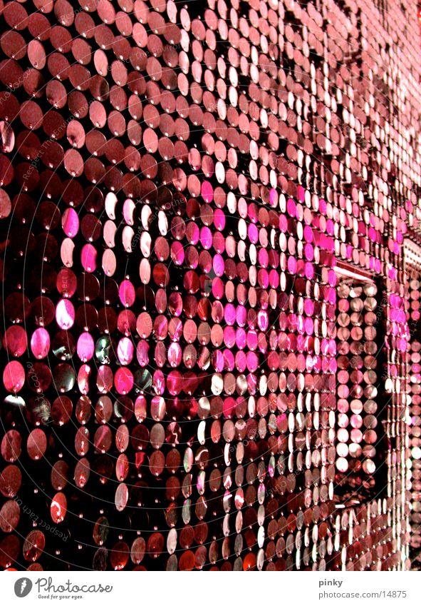 GlamGLowGLitter Siebziger Jahre Sechziger Jahre retro Vorhang rosa purpur glänzend Architektur Metall silber Funkel Glam Rock Space