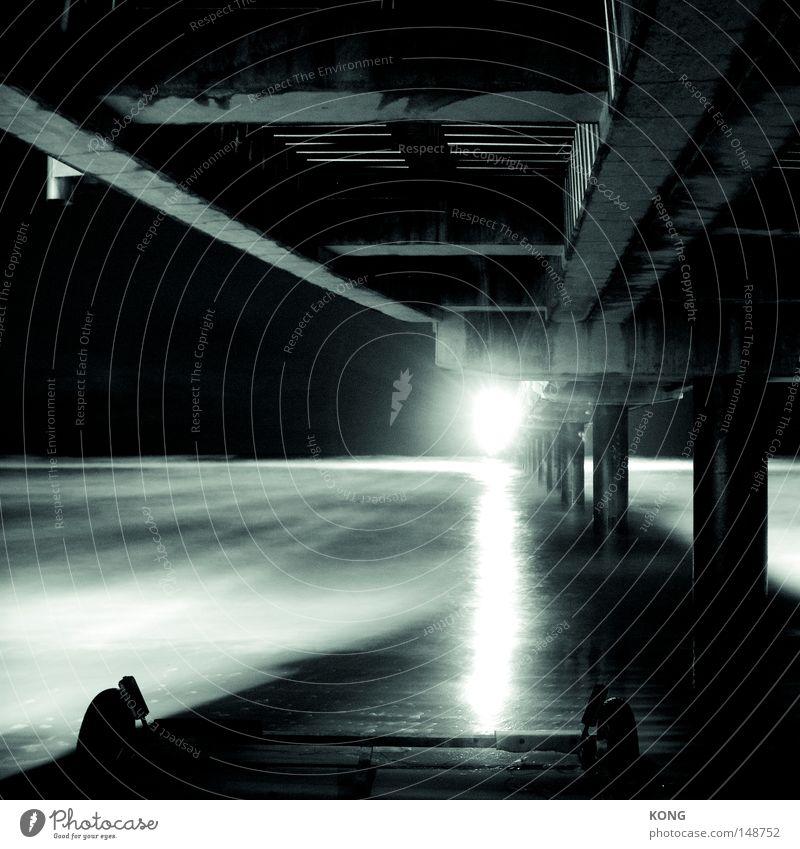 guantanamo beach Wasser weiß Meer schwarz Lampe dunkel Suche Brücke bedrohlich Hafen entdecken obskur Strahlung verstecken Anlegestelle Flucht