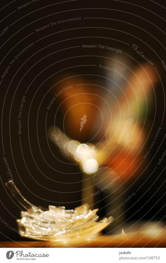 party. Scherbe gesplittert Ecke glänzend Lichtpunkt Glas kaputt Zerstörung Cocktail Unschärfe mehrfarbig Farbe Farbfleck Physik Wärme Stimmung Lampe Romantik