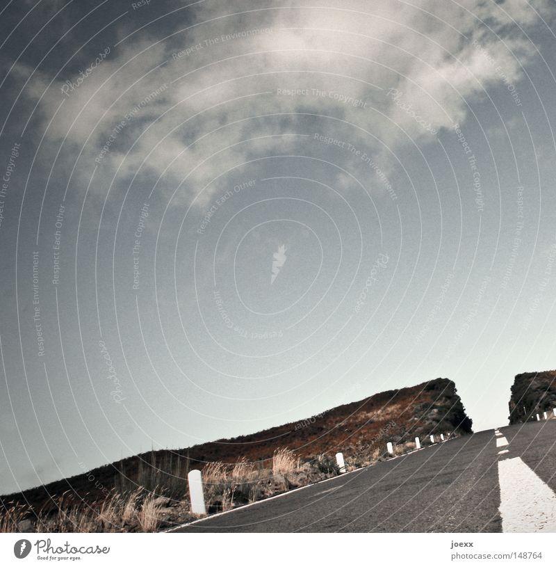 Abteilung Straßenbau Asphalt Straßenverkehr Alm Bergwiese Wolken Sträucher Hügel Fernstraße Gras Grasland grün Himmel Höhe Landstraße Madeira Mittelstreifen