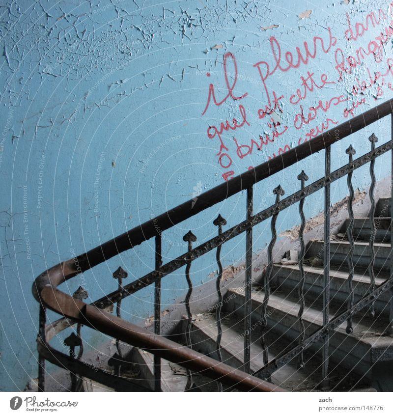 verwittert Ruine Zerstörung Treppenstufen Eisen Schmied schmieden abwärts hoch antik leer rustikal Graffiti verfallen Symbole & Metaphern Rost verfaulen