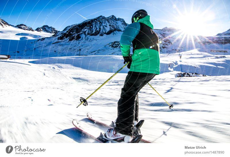 Skifahrer 3 Sport Wintersport Sportler Skifahren Skier Skipiste Mensch maskulin Junger Mann Jugendliche 1 Umwelt Natur Sonne Sonnenlicht Schönes Wetter Schnee