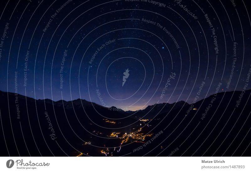 Bergdorf bei Nacht Umwelt Natur Landschaft Wolkenloser Himmel Nachthimmel Stern Horizont Frühling Sommer Herbst Winter Hügel Felsen Alpen Berge u. Gebirge