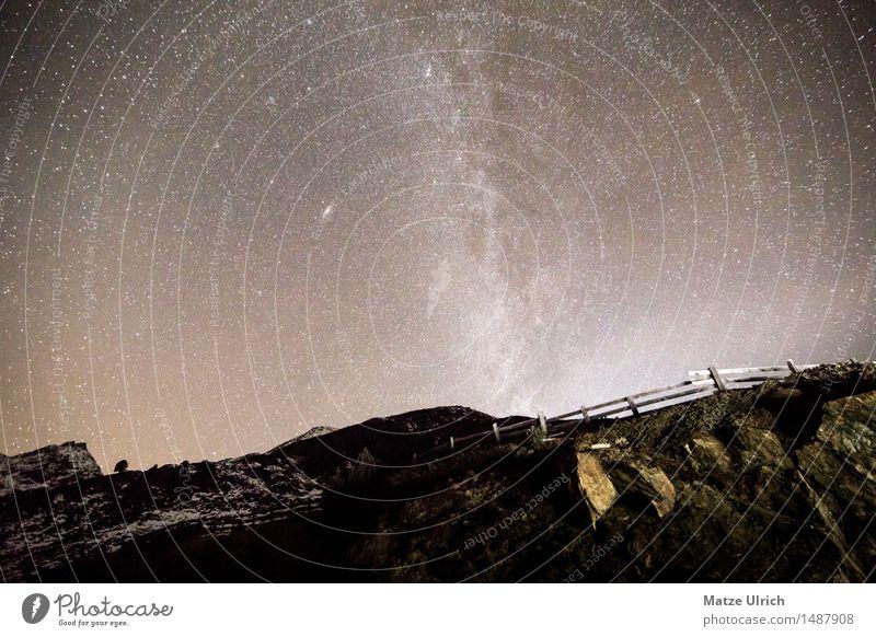 Sterne in den Bergen II Umwelt Urelemente Erde Wolkenloser Himmel Nachthimmel Horizont Frühling Herbst Winter Schönes Wetter Hügel Felsen Alpen Berge u. Gebirge