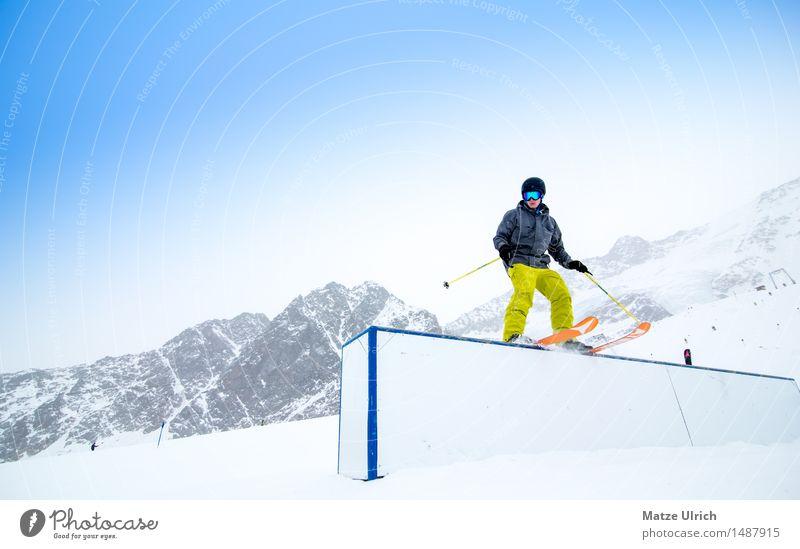 Grind auf der Box Sport Skifahren Skier Skipiste maskulin 1 Mensch Umwelt Winter Klima Schnee Schneefall Hügel Felsen Alpen Berge u. Gebirge Funpark Gipfel