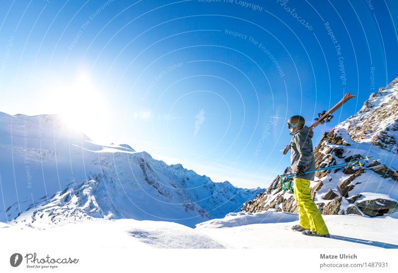 In the mountains Sonne Winter Schnee Winterurlaub Berge u. Gebirge Sport Fitness Sport-Training Wintersport Klettern Bergsteigen Skifahren Snowboard Gletscher