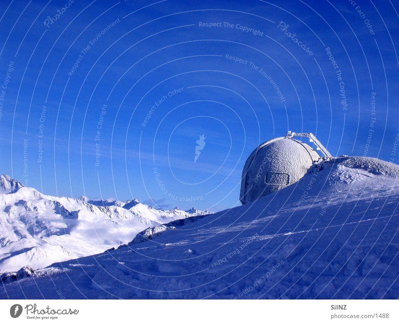 weisfluhgipfel weiß blau Winter ruhig kalt Schnee Berge u. Gebirge Eis hoch Schweiz Alpen Gipfel Kanton Graubünden Radarstation Davos Wetterstation