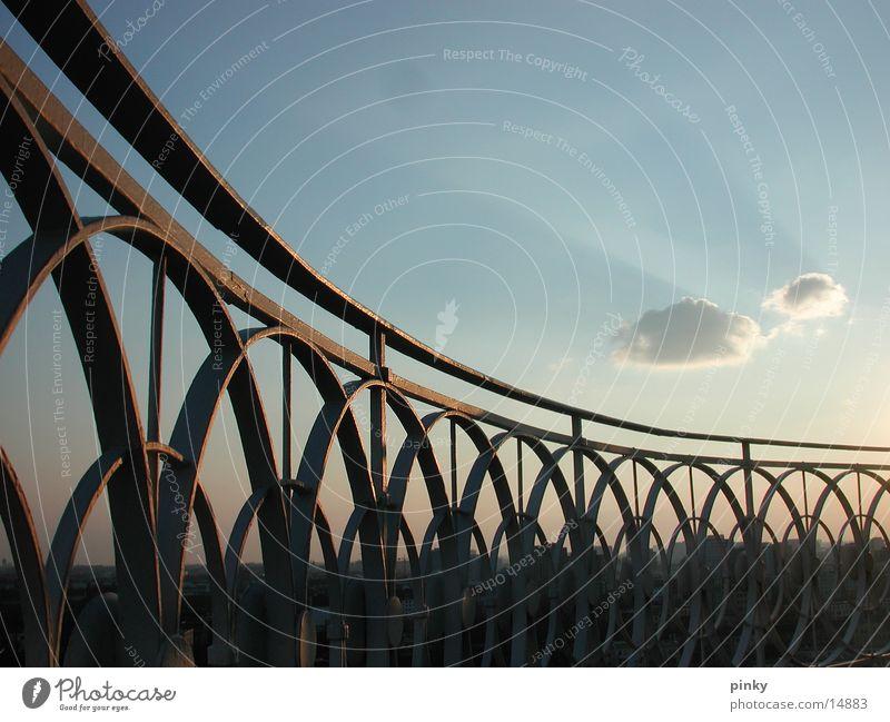 Wolkenkinder schön Einsamkeit Architektur Aussicht Geländer Eisen langsam zeitlos